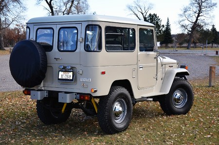 1976 FJ40 Dune Beige V8 Conversion w/Gear Splitter Old Man E